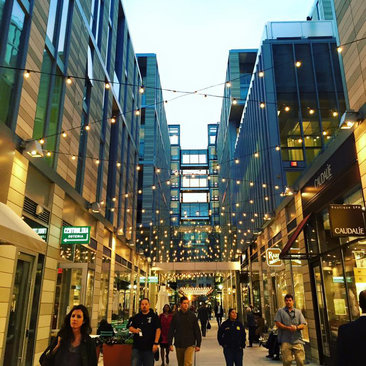 Shoppers in CityCenterDC - Places to eat and shop in Washington, DC