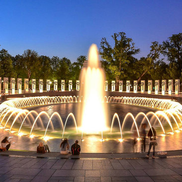 @ray.payys - World War II Memorial on National Mall at night - Washington, DC